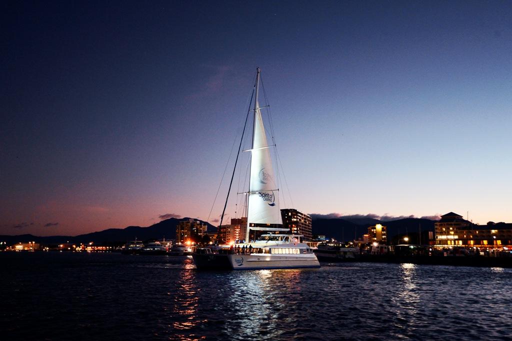 ケアンズ唯一の豪華ディナークルーズ船