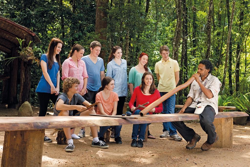 <p>お試し体験ツアー、オーストラリア</p> <p>18歳以下の学生対象 オーストラリア|7~10日間</p> <p>ツアーを通して学生は、実用的英語、環境保全対策、アボリジニやトレス海洋諸島(274の小島からなるサンゴ礁のオーストラリア領の諸島)民族の独特で豊かな文化などを広範囲にわたって学びます。CTAではあらゆる学生グループのために送迎、宿泊、食事や語学研修、エコツーリズム・トラベル、職業訓練に関わるすべてを含むツアーを手配いたします。</p>