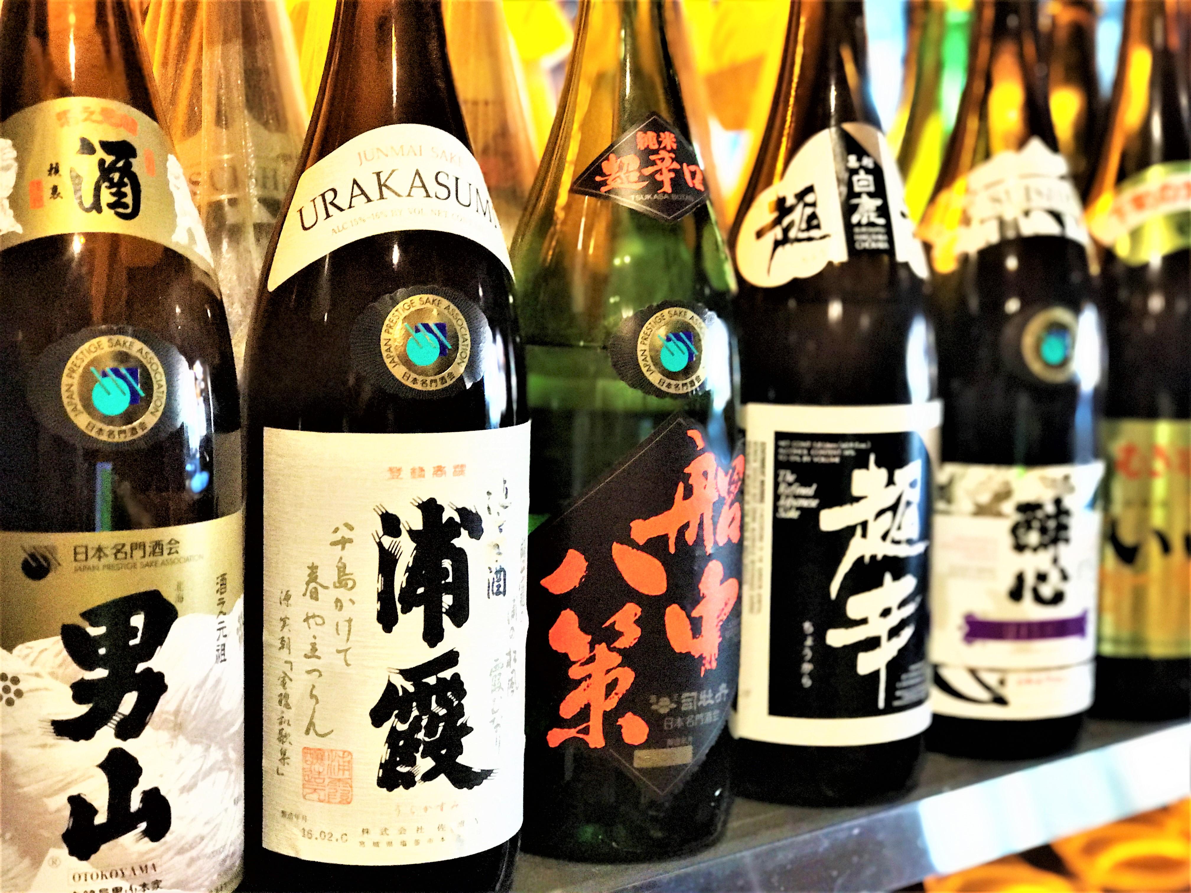 <p>日本のお酒も数多く取り揃えています。</p>