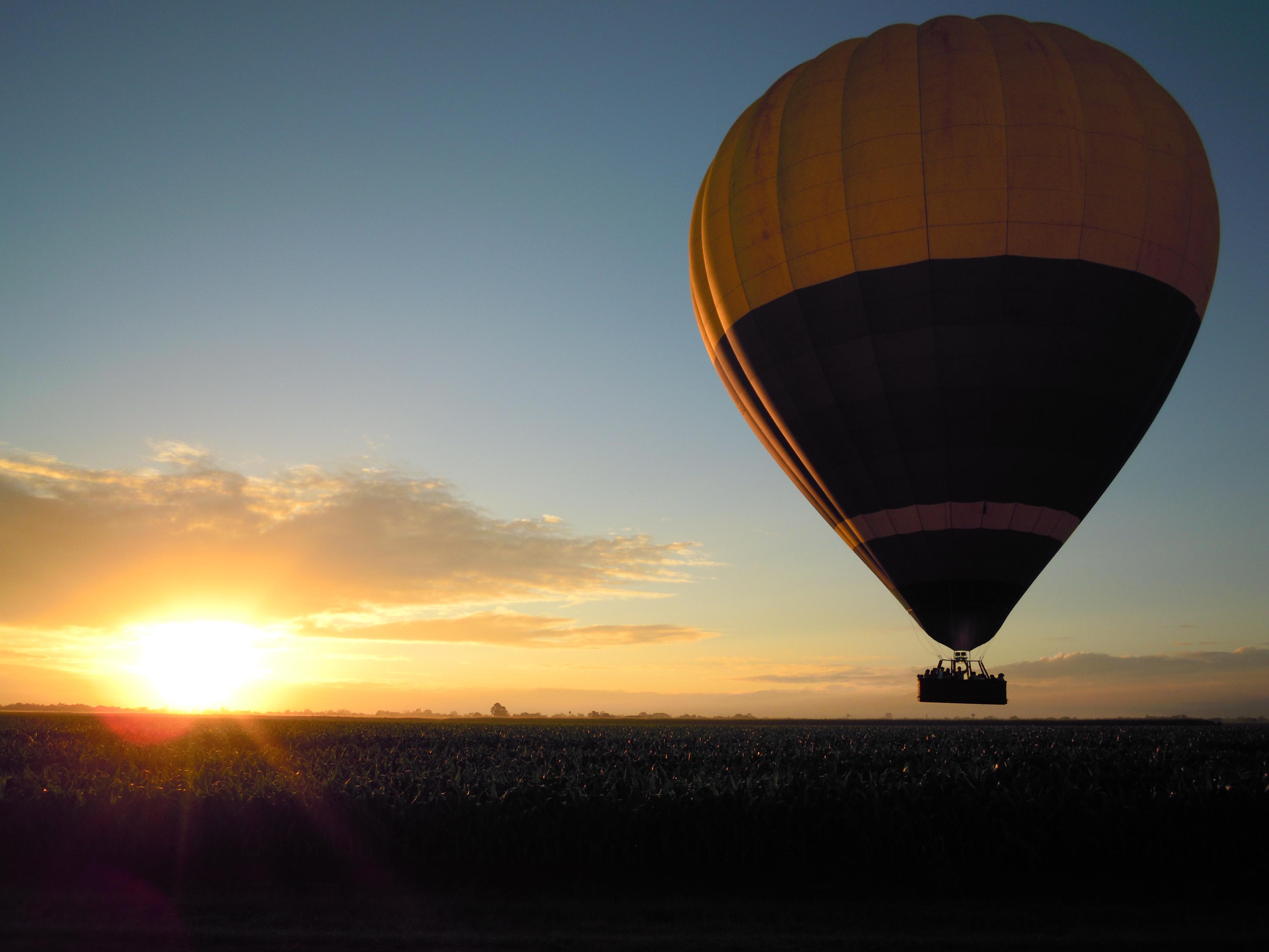 <p>大自然を空から一望できる熱気球は、必見の価値あり。神々しい景色が目の前に広がります。</p>