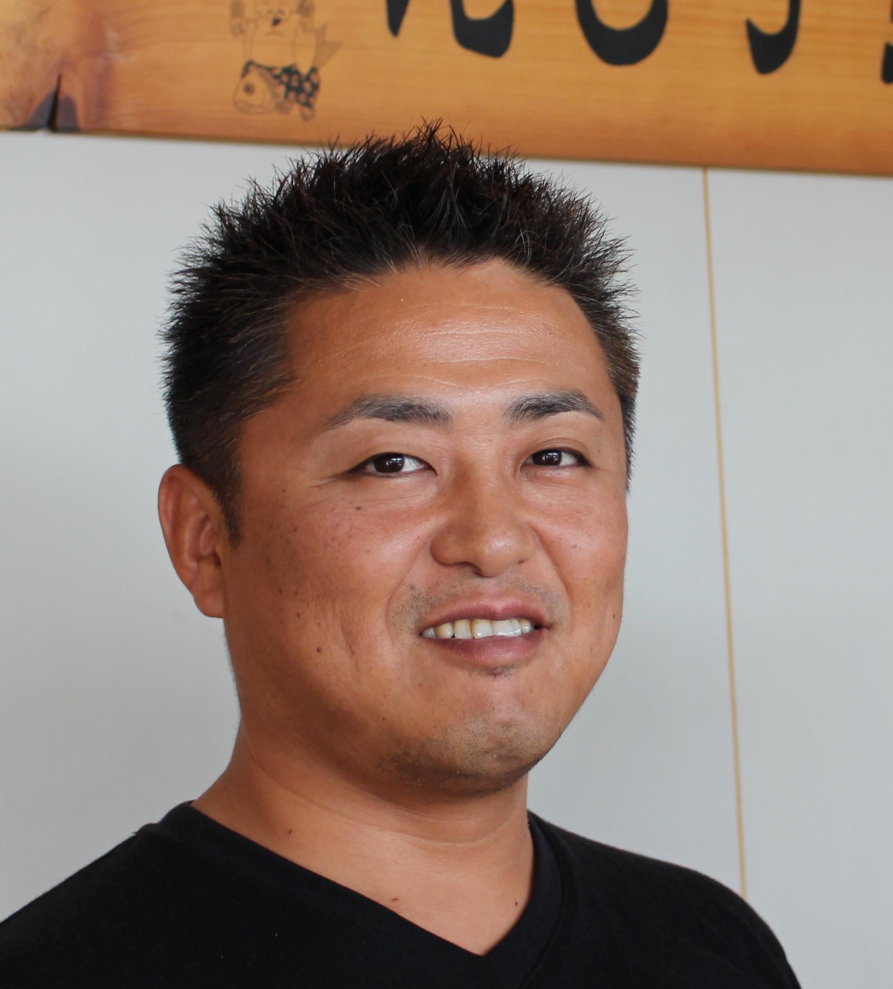 <p>えびす堂オーナー TAKUさん 指圧・マッサージ師・鍼灸師 Takuさんからのメッセージ 「健康の為に身体が疲れきる前にこまめにマッサージをしましょう。」</p>