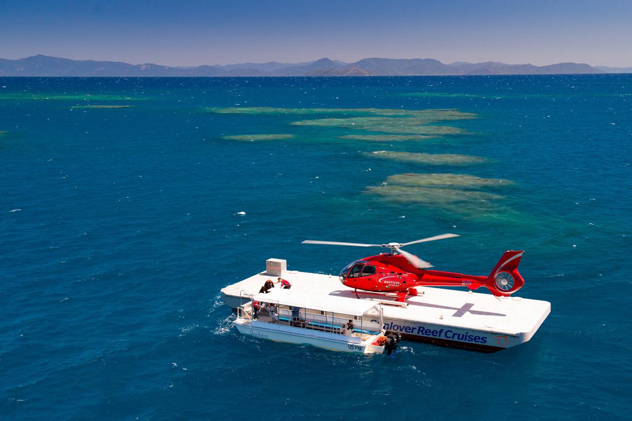 <p>ポンツーン発着の、ヘリコプター遊覧は人気のオプショナルツアー</p>