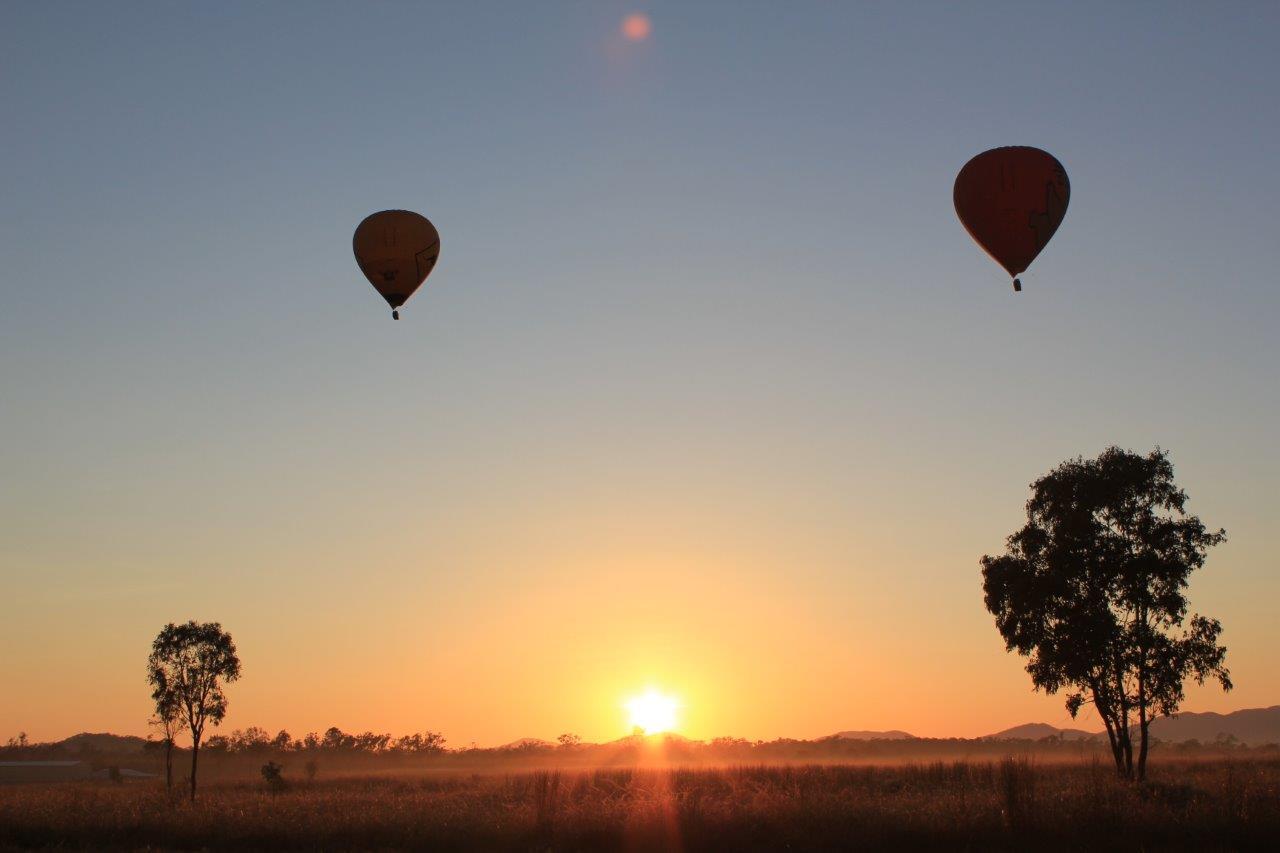<p>上空から見る朝日は息を呑むほどの美しさ!</p>