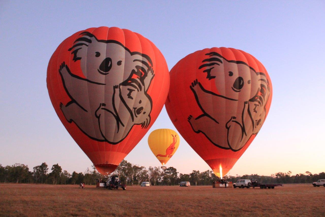 <p>熱気球は見上げるほど大きい!</p> <p>最大で高さ37m、ビル12階の高さに相当する!</p>