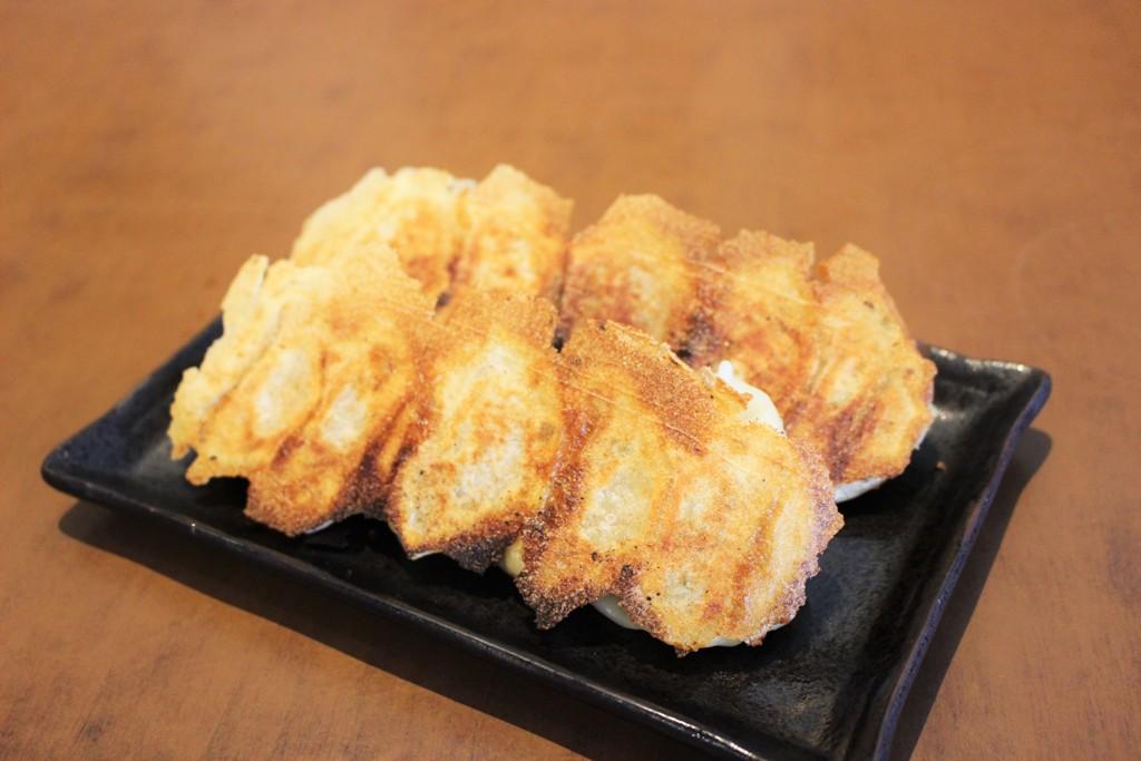 <p>GYOZA 餃子 5個$4.95 10個$8.95<br />がんばらんばオリジナル餃子は創業当時より常連様に愛される一口餃子。<br />あっさり味でスープで蒸し焼きにした羽根付き餃子。<br />焼きたてをご用意します。</p>