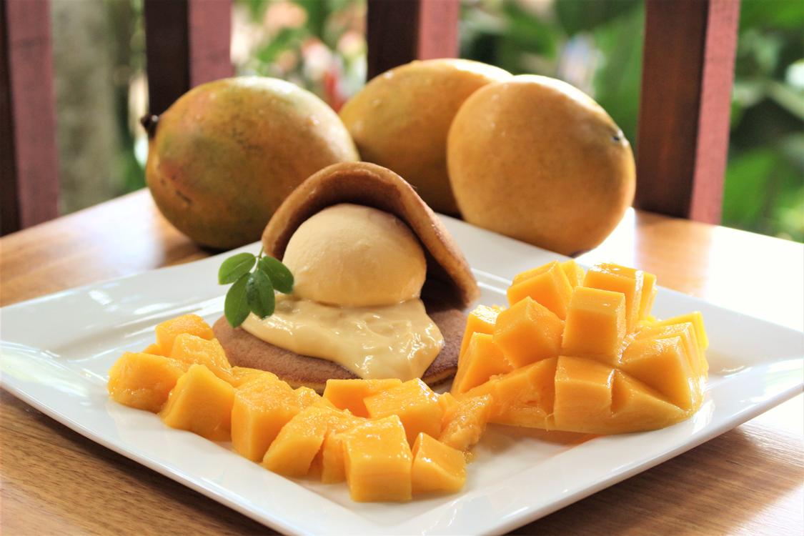 <p>季節限定のマンゴープレート。</p> <p>やっぱりケアンズに来たならマンゴーを食べないとね♪</p> <p>この他にも、暑い夏にピッタリのマンゴー特盛かき氷もあります。</p>