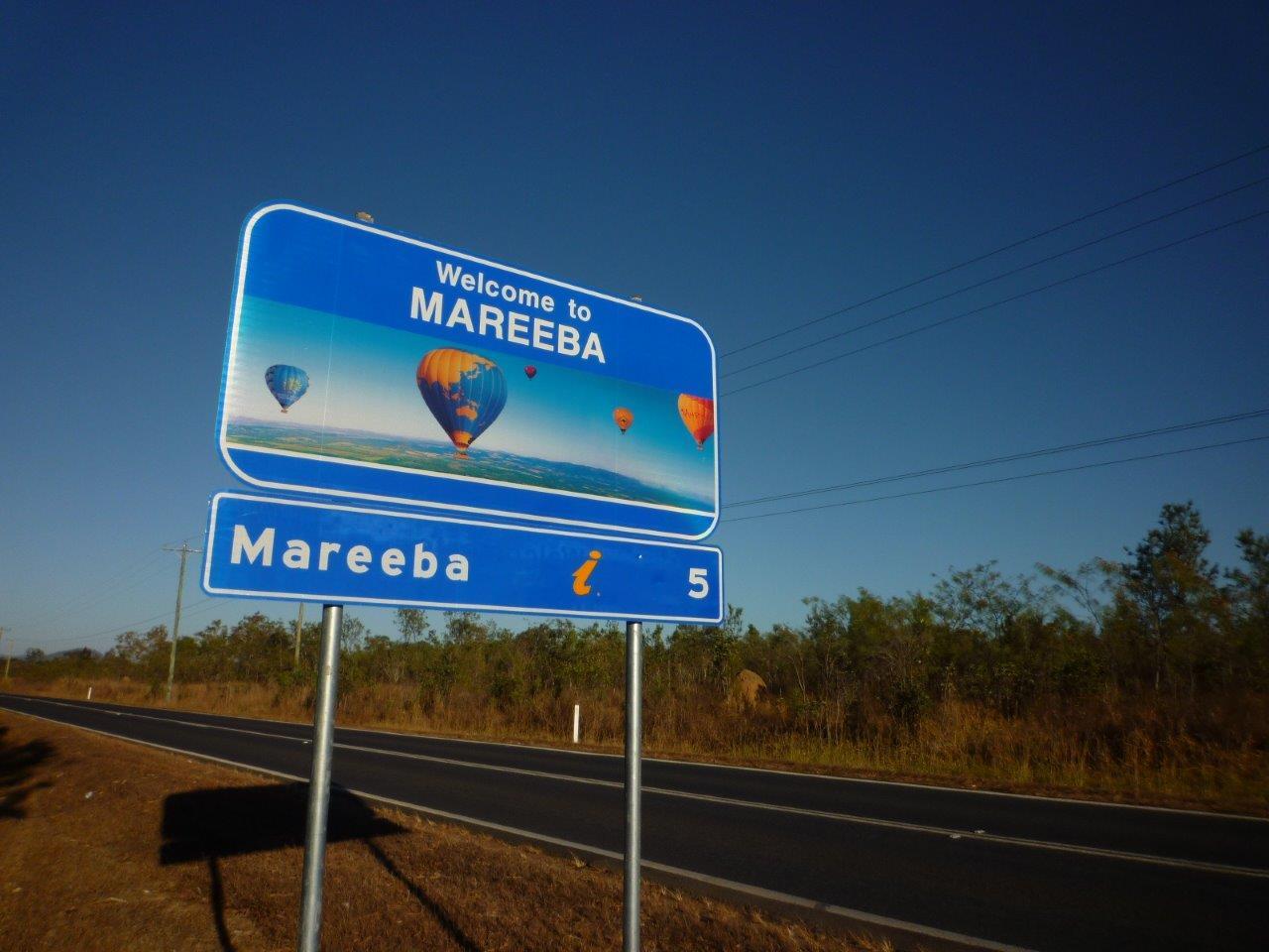 <p>気球の聖地「マリーバ」</p> <p>道路標識にも気球の写真が!</p>