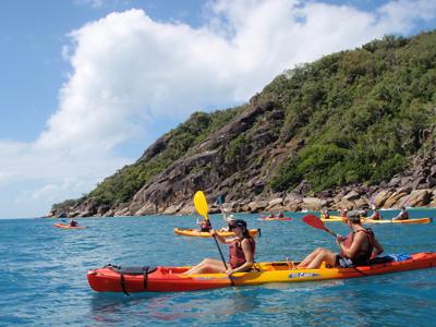 <p>フィッツロイ島の秘境でシーカヤックなど体を使うアクティビティも満載。 新世代のカヤックは、操作も簡単で安心です。</p>
