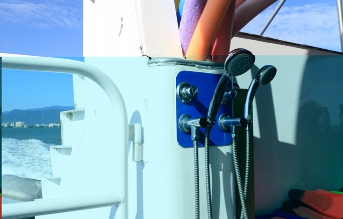 <p>ダイビング後、シュノーケリング後に嬉しい淡水でかつ温水のシャワーもデッキに設置されています。これが、あるだけで一日の快適度がぐ~~んと上がります!!船内に戻る前に、さっと潮を洗い流して、気持ちのいい船旅を。</p>