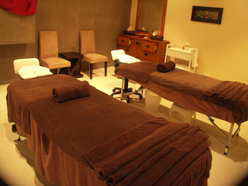 <p>全て個室での施術 シングルルーム、カップルやお友達同士におすすめのツインルームなども完備。</p>