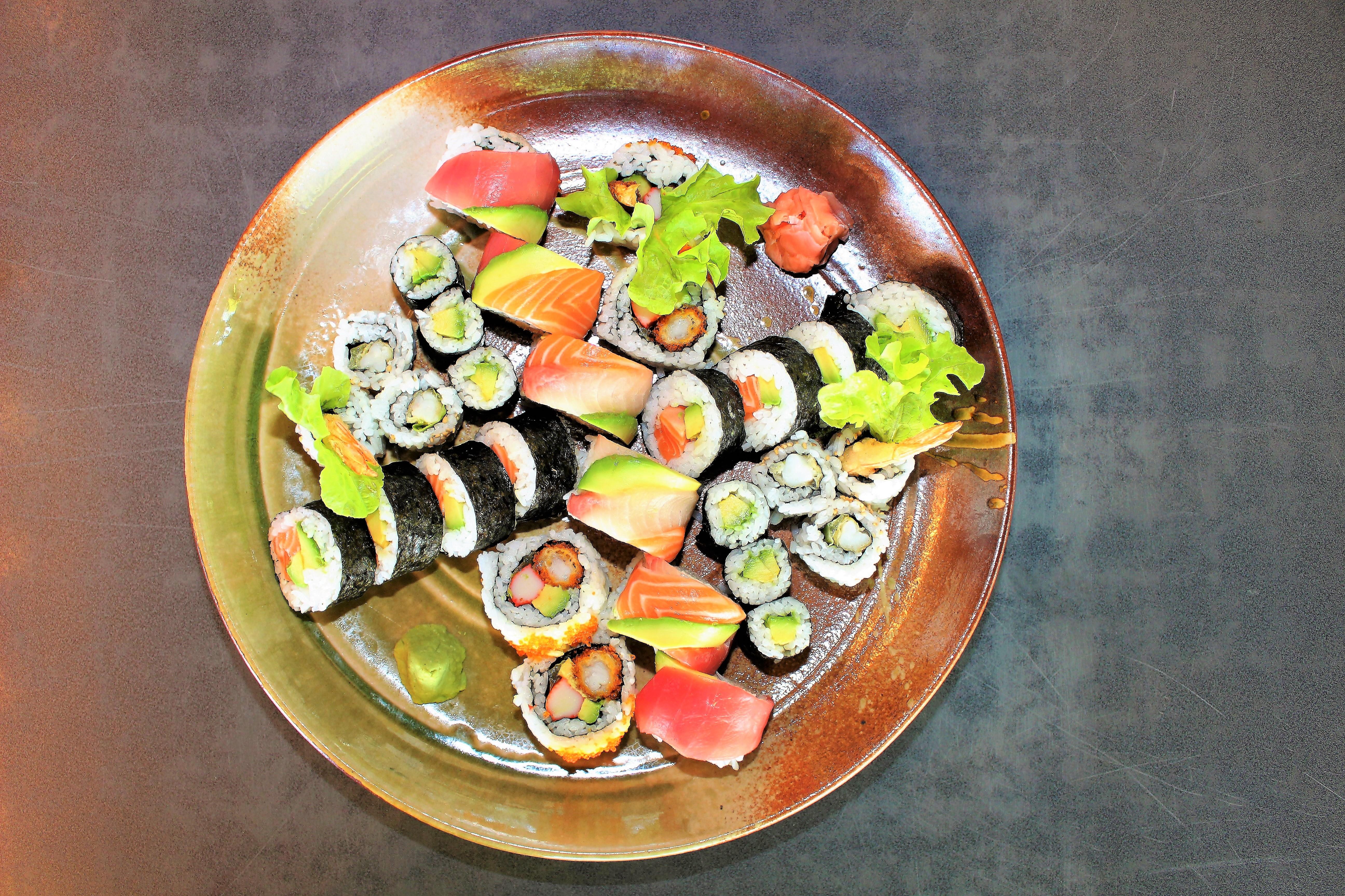 <p>寿司ロールプラッター</p> <p>Sushi Roll Platter $48.00</p>