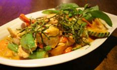 <p>イチオシの1品 パタイ(タイヌードル)$15.90 平らなライスヌイードルと数種の新鮮野菜とチキン、玉子、カシューナッツを秘伝のソースで絡めたクセになる1品</p>