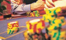 <p>雨でも楽しめるのがうれしい。 リーズナブルに食事が楽しめるカフェ、 種類豊富なアルコールが揃うバーもあり。 スポーツ観戦、映画上演イベントもひんぱんに行われています。 ギャンブル以外も楽しめるのがケアンズカジノ!</p>