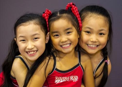 <p>ダンスを通して、自信や思いやりが自然と身につくような環境に取り組んでいる先生達。</p>