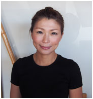 <p>えびす堂の看板娘 YURIさん スパ&マッサージセラピスト アロマーコーディネーター Yuriさんもキレイ為に生活習慣+笑顔を心がけてます。</p>