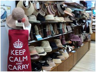 <p><ヘレンカミンスキー> オーストラリアを代表する帽子とバッグのブランド。 世界中の人々に指示されている理由は全ての工程が手作りだからこそ生まれる あたたかさとぬくもりが商品に現れていること。 ヘレンの自然への限りない愛情が、世界中の多くの人々の心を捉えているのです。</p>