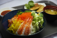 <p>本場韓国料理が絶品なのはもちろんのこと日本人に嬉しい海鮮丼やうどんなども揃っていて◎。</p>