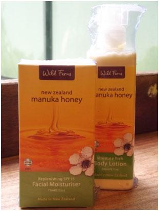 <p>もちろんハチミツだけではありません!! 今、話題のマヌカハニーを使ったスキンケア商品も取り揃えています</p>