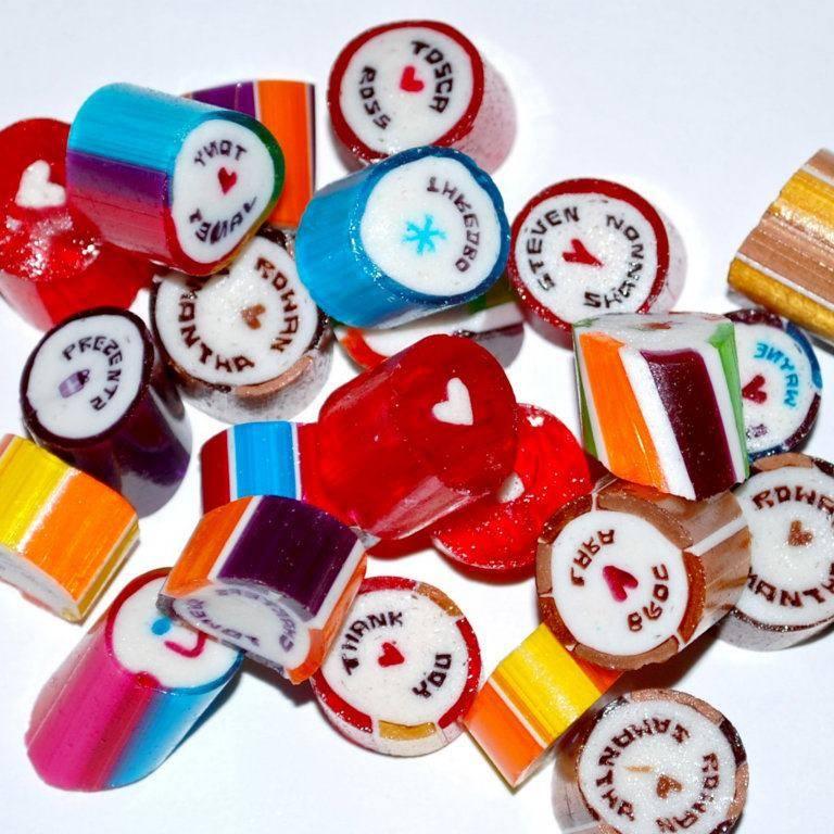 <p>オリジナルデザインのキャンディーもオーダー可能。大切な人へのプレゼントや結婚式の引き出物などに大人気です。</p>
