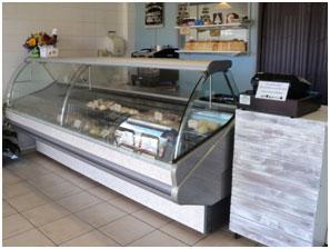 <p>パンの他にもミートパイなども販売しています。 お腹がすいたらLoafに急げ!!</p>