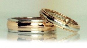<p>一番人気は結婚&婚約指輪の注文。リングデザインや素材など自由にカスタマイズして結婚&婚約指輪をオーダーメイドすることが出来ます。「世界にひとつの指輪が作りたい」という想いをご一緒にカタチにしていきます。</p>