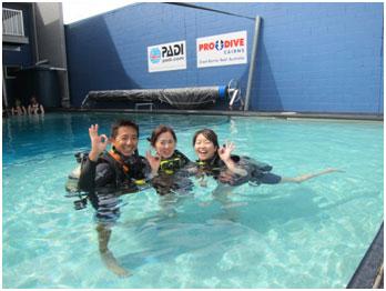 <p>ダイビングトレーニング専用プール(最深部4.3M)があります。 信頼できる日本人インストラクターのお陰でスムーズに講習を終えることが出来ます。</p>