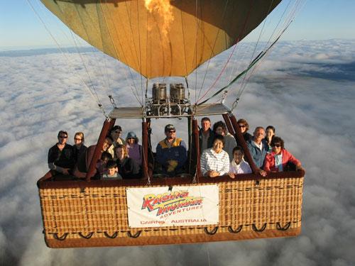 <p>上空で記念撮影。写真は購入することが出来ます。旅の思い出にいかがですか?</p>
