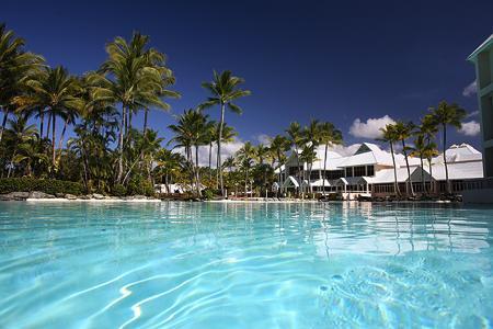 <p>プールは海水プールと淡水プールのがあり、お好みで楽しめます。 子供用の浅いプールもあるので、小さなお子様連れでも安心して遊べますよ。</p>