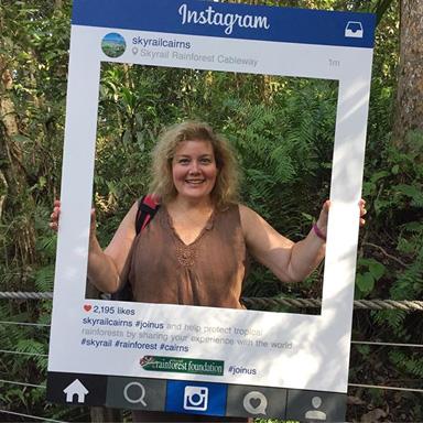 <p>また途中のレッドピーク駅とバロンフォールズ駅にはインスタフレームもあるので、 そこで撮るのも思い出に残ること間違いなし。 世界遺産の熱帯雨林の上を走るSkyrailで写真を撮って友達に自慢も</p>