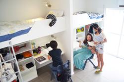 <p>学校内にある寮も清潔感があり、相部屋でもプライバシーを考えぬかれたデザイン。 全ての部屋、敷地内でWIFIフリーというの驚きである。</p>