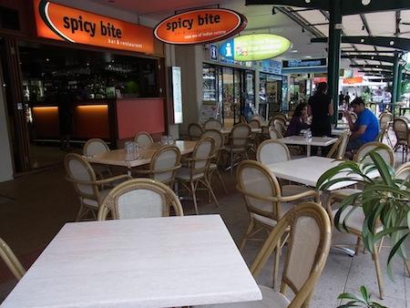<p>ランチなしで夜のみ営業。 テラス席で街を眺めながらゆったりと食事を楽しむことができます。 立地がよいのでアクセスしやすいのも魅力!</p>