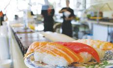 <p>他に、うどんや豚の角煮などのお惣菜、 パーティー用寿司盛り合わせ($38〜)もあります</p>