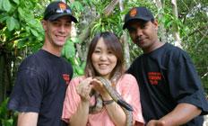 <p>珍しいニシキヘビとの記念写真を撮って友達に自慢しちゃおう。</p>