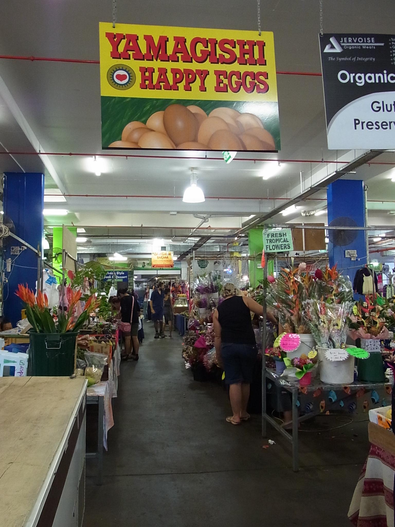 <p>YAMAGISHI HAPPY EGGはイニスフェイルの養鶏場で購入できるほか、 金6:30〜18:00、土7:00〜13:00にラスティーズマーケットでも購入できます。 それ以外ではオーキッドプラザ内の日本食材店まるゆう、スーパーのIGA、 その他いくつかの食材小売店にも置いてあります。 また、ケアンズ市内をはじめ、たくさんのレストランやカフェなどにも卸しているので、 知らず知らずのうちに、YAMAGISHI卵を味わっているかもしれませんよ。</p>