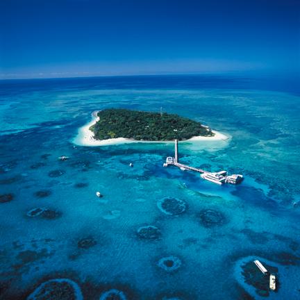 parasailing on Green Island