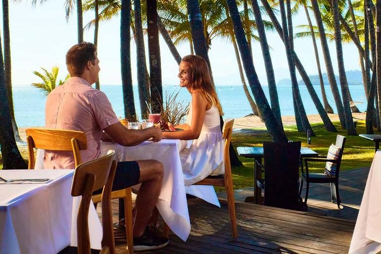<p>ホテル敷地内の人気レストラン<strong>「NUNU」</strong>はローカルから旅行者までにも大人気</p> <p>&nbsp;</p>