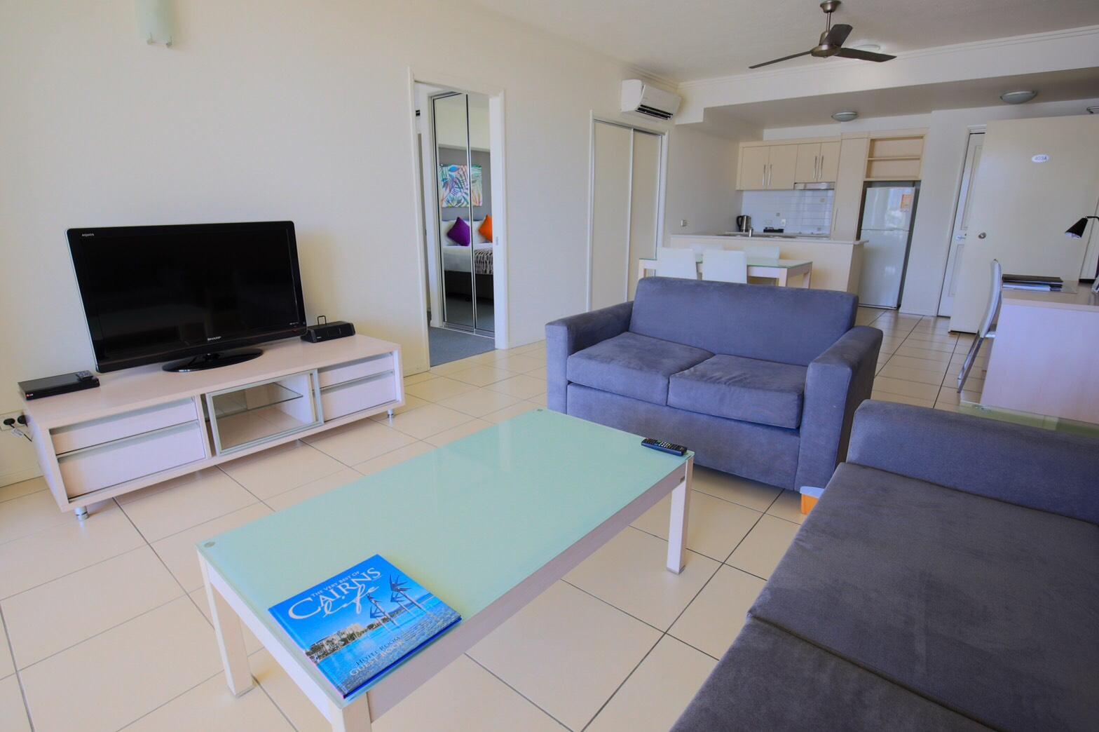 <p>テレビやソファーなどがあり、まるで自宅にいるような感覚で宿泊が出来る!</p>