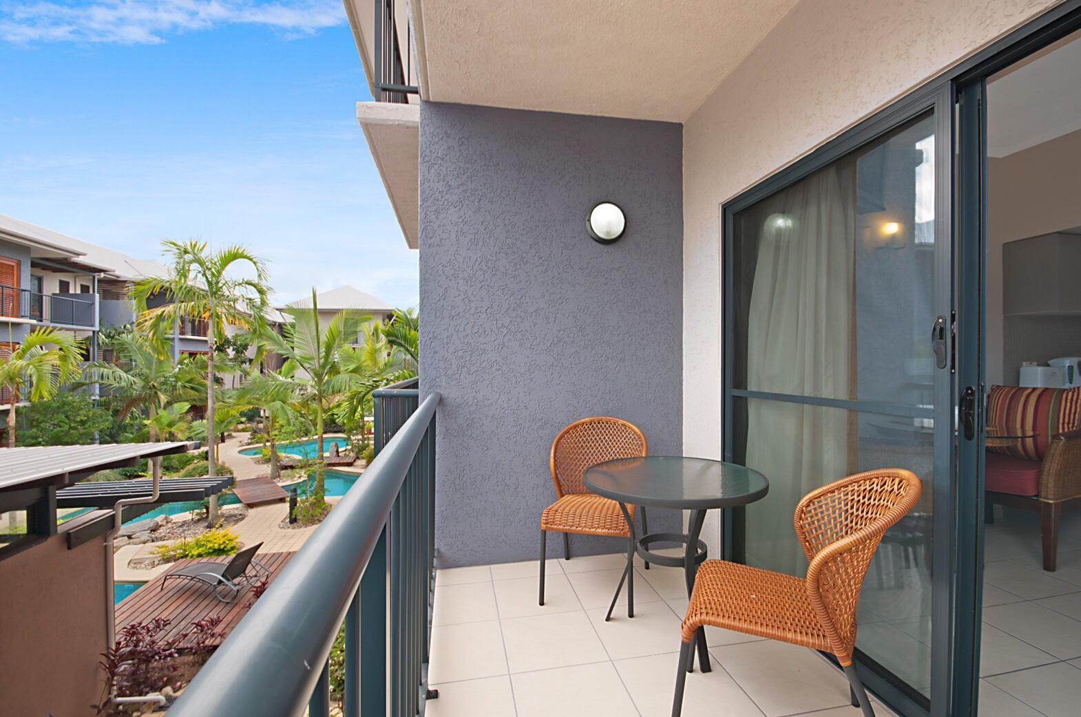 <p>部屋のバルコニーからはホテル内のプールを眺めることが出来ます。</p>