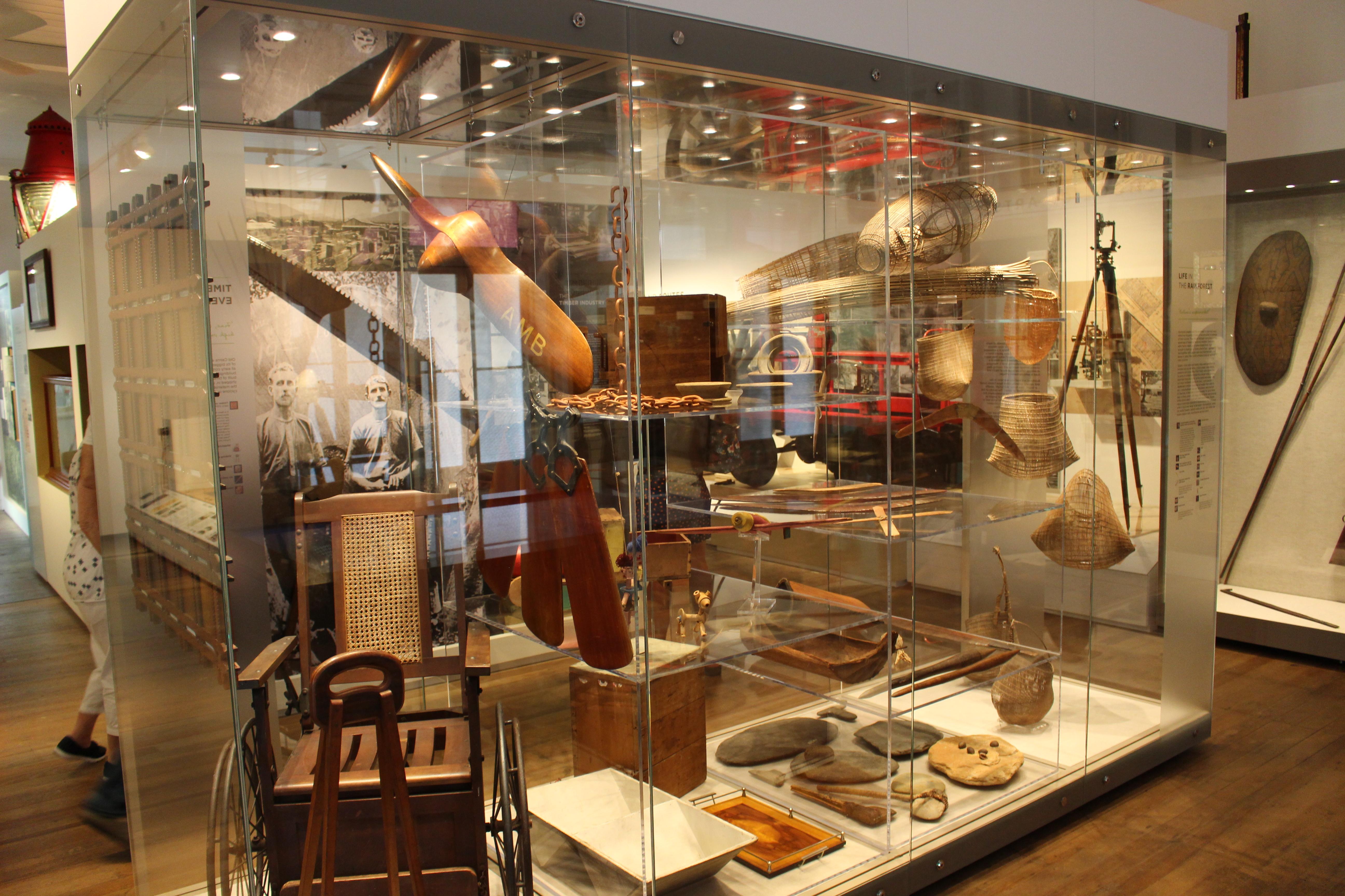 <p>歴史ある品々が数多く展示されています。</p>