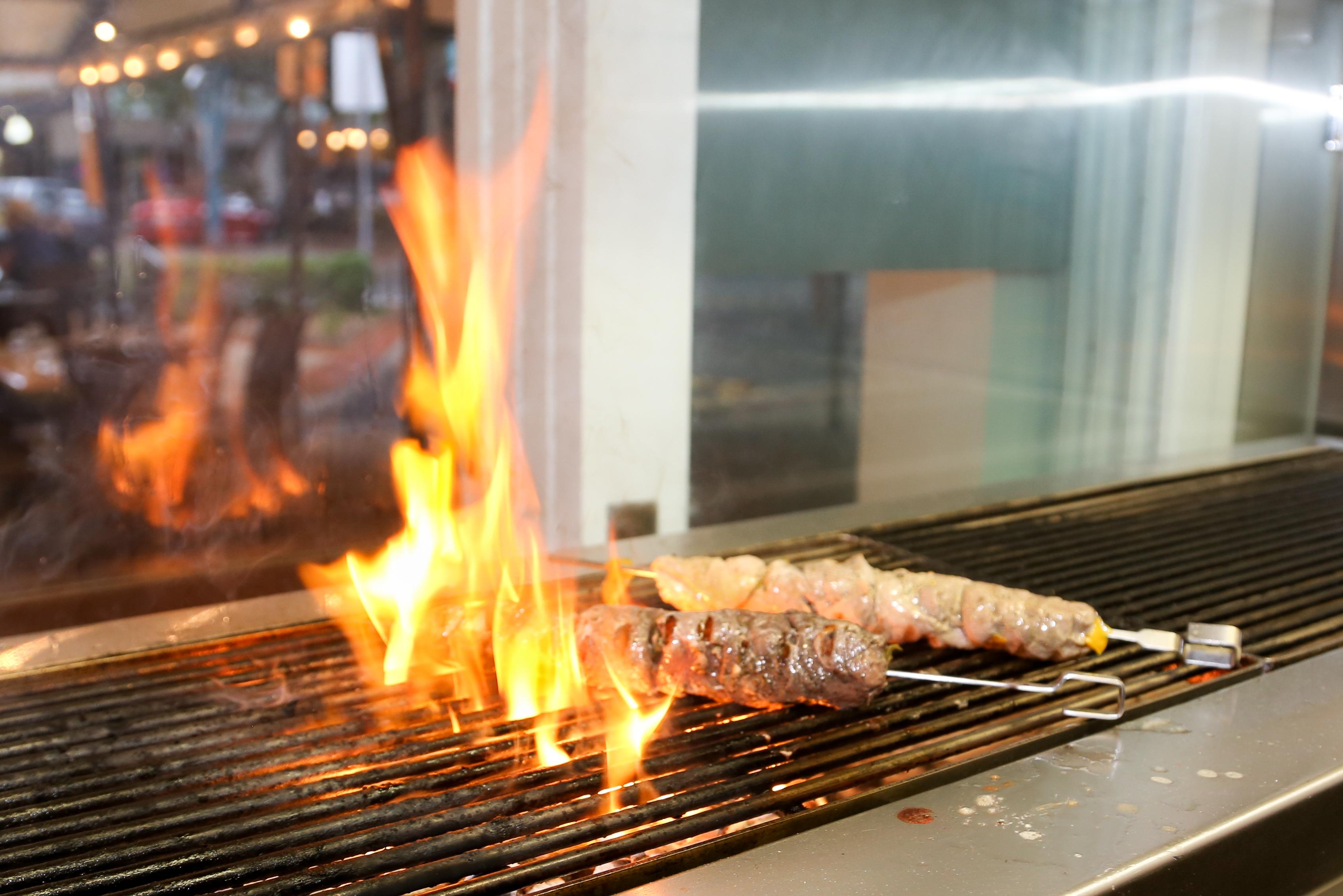 <p>炭火串焼き肉souvlaki</p>