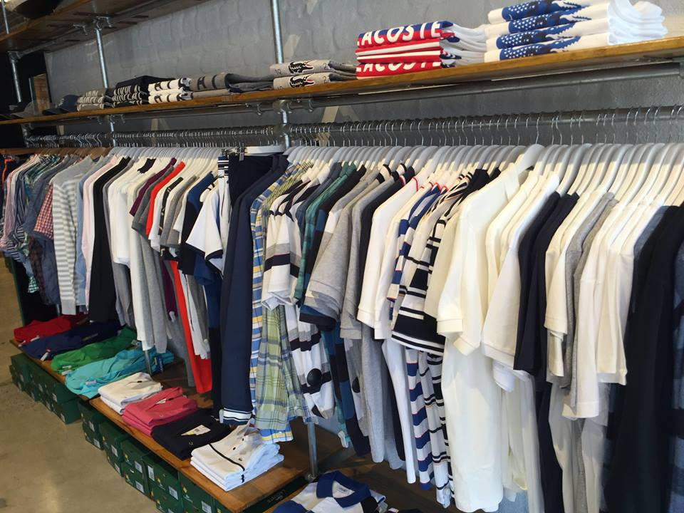 <p>各ブランドのTシャツやシャツ類は豊富なラインナップ!</p>