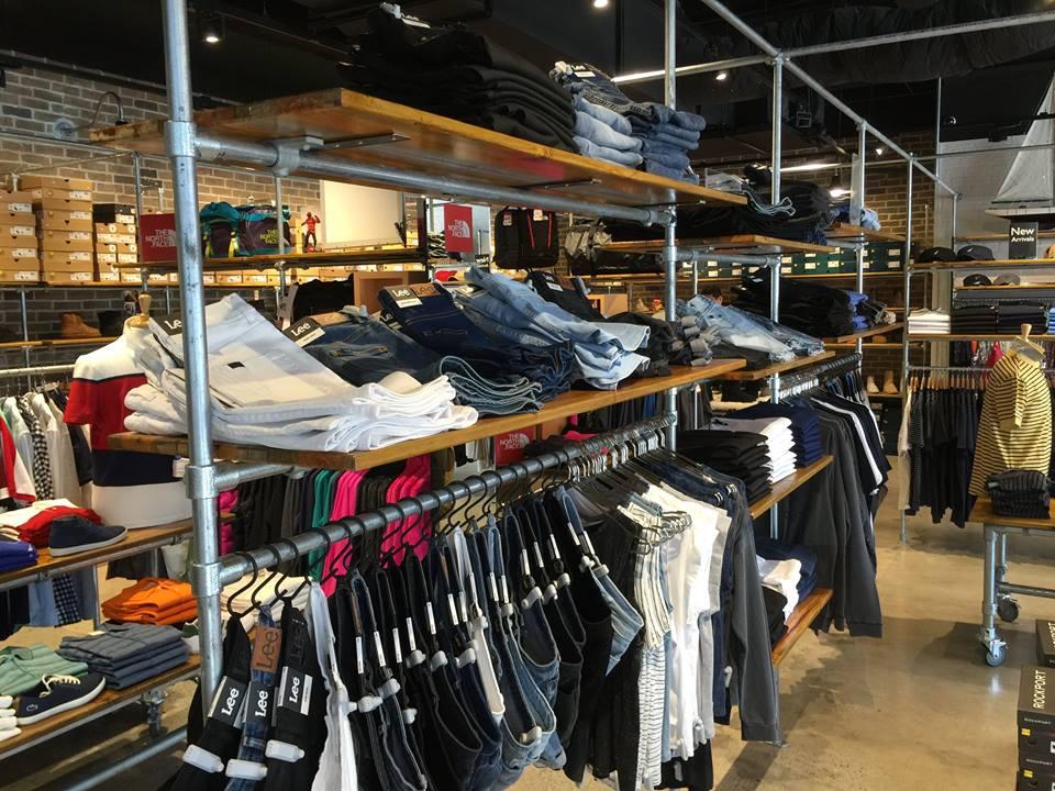 <p>日本においても、<wbr />多くの愛用者を抱えるジーンズの定番ブランド「LEE」。</p>