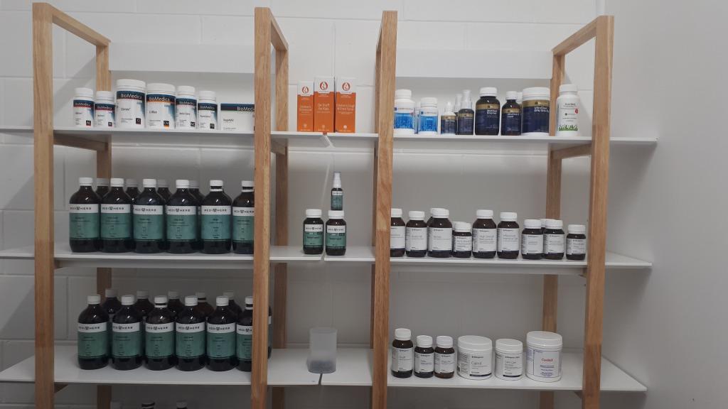 <p>治療には毎日の栄養管理や生活習慣へのアドバイスの他、専門家専用の高品質なサプリメントや漢方も処方。</p>