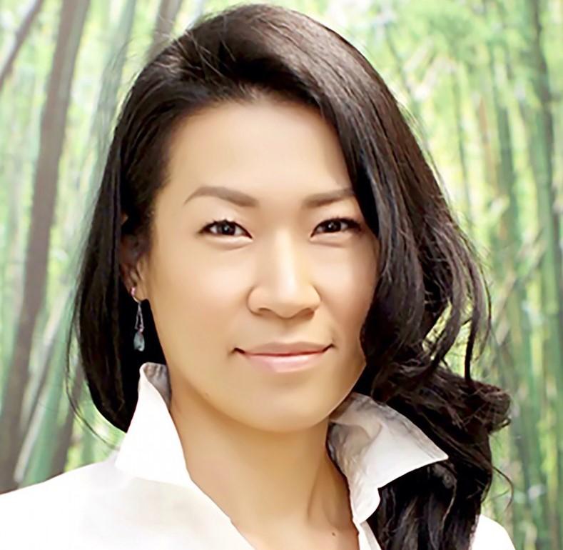 <p>日本人ナチュロパスのShoko Uraさん。</p> <p>自分の体で気になることは何でも相談してみましょう♪</p>