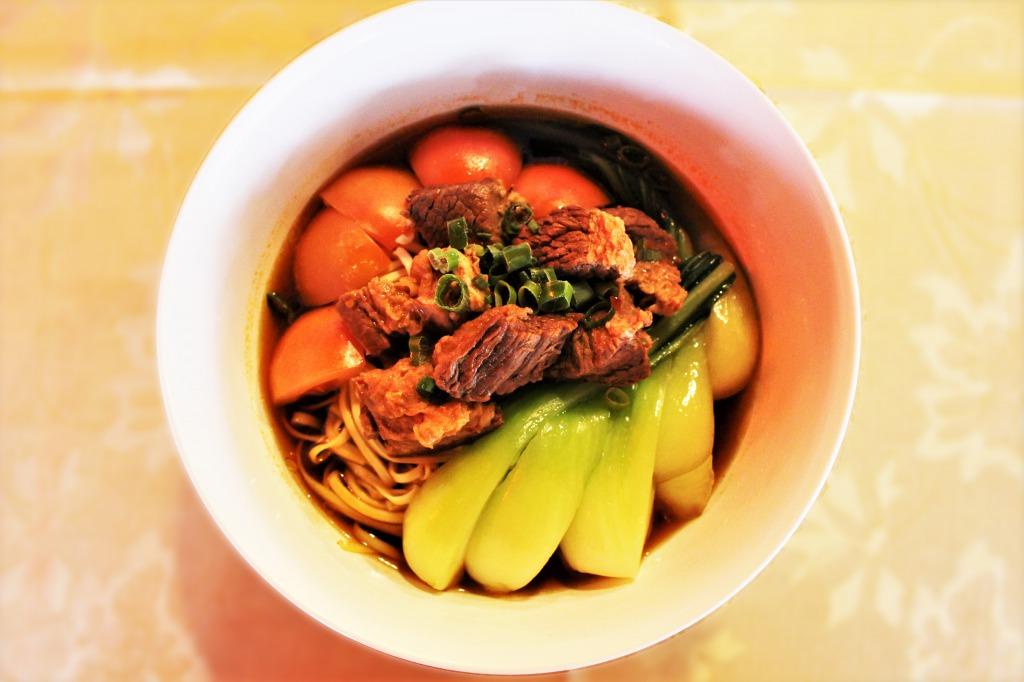 <p>Taiwan Braised Beef Noodle Soup:台湾風牛煮込みの麺</p> <p>さらに、ほろほろと口の中で解けるほど、しっかりと煮込まれた牛肉がのったTaiwan Braised Beef Noodle Soupは、日本人にも大人気。このほか、お得なランチセットも有。是非一度、本物の台湾料理をお試しください。</p>