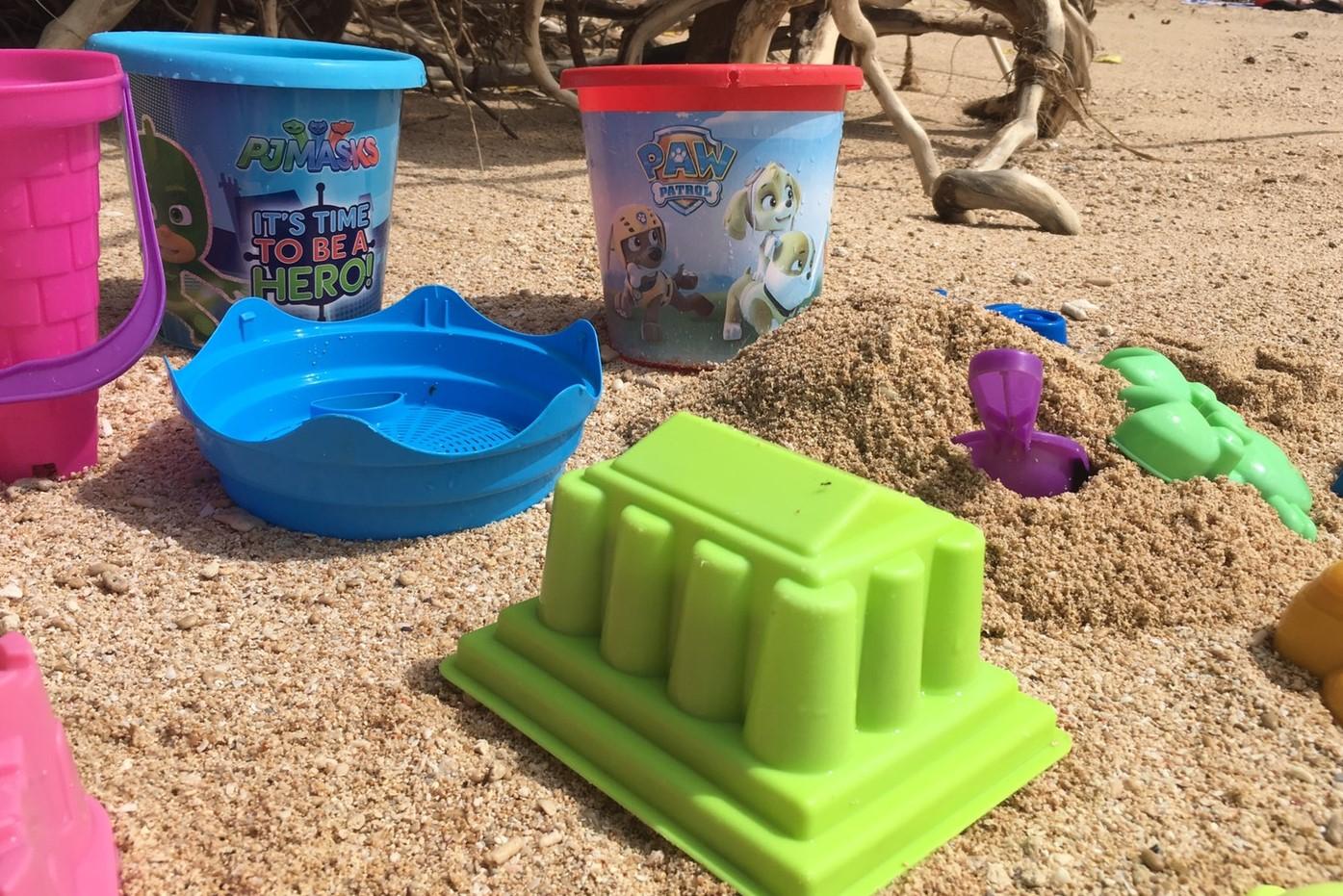 <p>お子様には無料で砂場遊びセットをレンタルしています!</p>